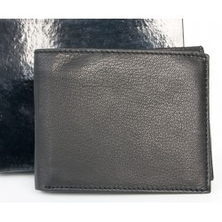 Kožená peněženka z měkké pravé kůže bez značek a nápisů